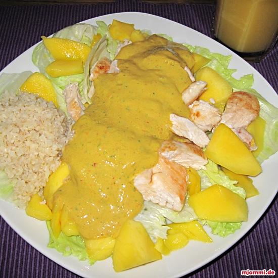 Hähnchen-Mango-Salat mit Currysauce