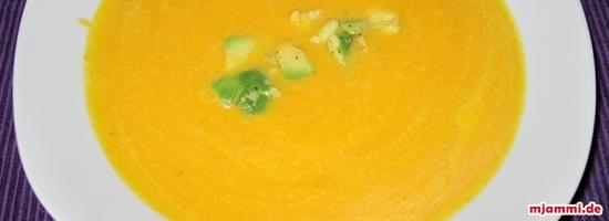 Σούπα με γάλα ινδικής καρύδας, πιπερόριζα και αβοκάντο