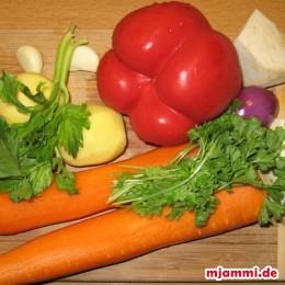 Möhren, Kartoffeln, Sellerie, Petersilie, Knoblauch und Zwiebeln