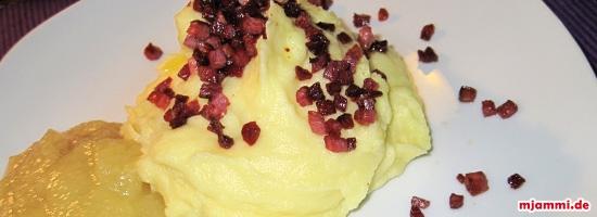 Kartoffelbrei mit Speck und Apfelmus