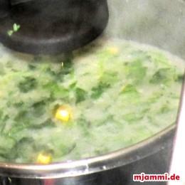 Soße kochen.