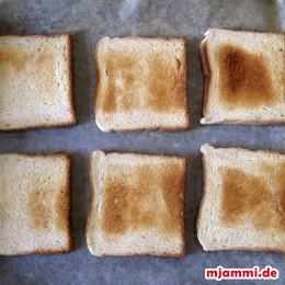 Zuerst das Toastbrot toasten.