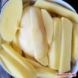 Kartoffeln kleinschneiden.