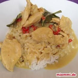 Fertig! Mit gekochtem Thai-Reis servieren.
