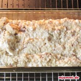 Dann die Hirsemasse in die Form füllen. Im Ofen bei 160°C Umluft 30 Minuten backen.