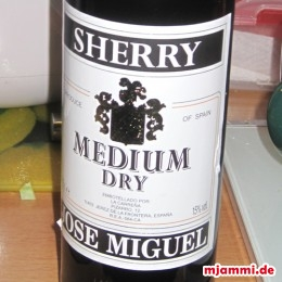 Alles mit 50 ml Sherry medium ablöschen.