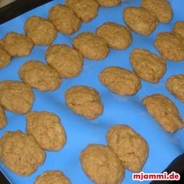 Ψήνουμε το ταψί στο φούρνο στους 180°C για περίπου 10 -15 λεπτά.