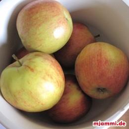 1.3 kg Äpfel. Backofen auf 180°C vorheizen.