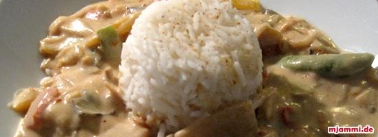 Asia-Gemüse in Erdnusssauce
