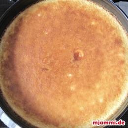 Wenn die Soße fest ist, sind die Zitronenriegel fertig.