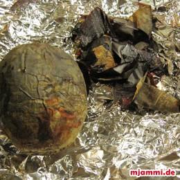 Rote Beete im Ofen ca. 1 h bei 200° C backen.
