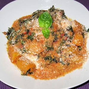 Σερβίρουμε το πιάτο με νιφάδες ινδικής καρύδας. Έτοιμο ! Καλή όρεξη !