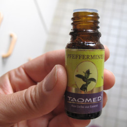3 Tropfen ätherisches Pfeffereminzöl