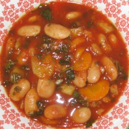 Schließlich mit Salz und Pfeffer würzen und nach Geschmack Chiliepulver dazufügen.