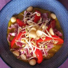 Nun nimmt man sich von allem so viel man will, gibt Currysauce darüber und läßt es sich schmecken! Guten Appetit! Viel Sapaß beim Nachmachen!